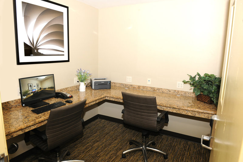 Candlewood Suites Santa Maria-Well appointed business center<br/>Image from Leonardo