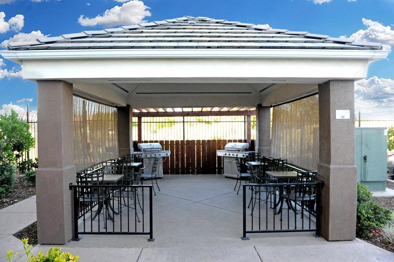 Candlewood Suites Santa Maria-Gazebo patio and BBQ <br/>Image from Leonardo