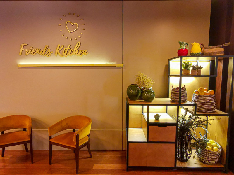 Holiday Inn Porto Gaia-Gift Shop<br/>Image from Leonardo