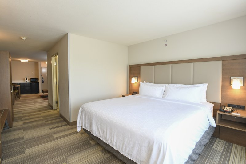 Holiday Inn Express & Suites Richwood - Cincinnati South-Executive Suite<br/>Image from Leonardo