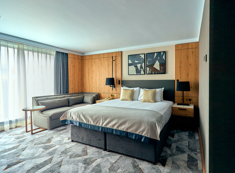 Crowne Plaza Marlow-Club Room<br/>Image from Leonardo