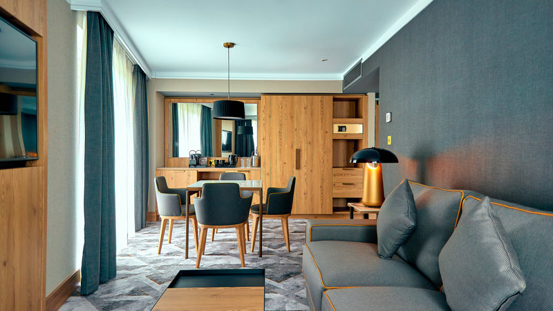 Crowne Plaza Marlow-Suite Lounge<br/>Image from Leonardo