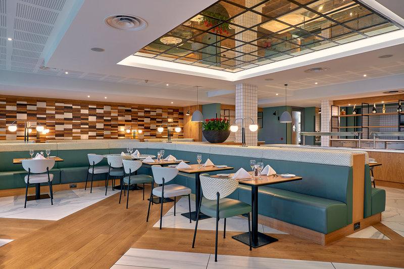 Crowne Plaza Marlow-AA Rosette Glaze Restaurant<br/>Image from Leonardo