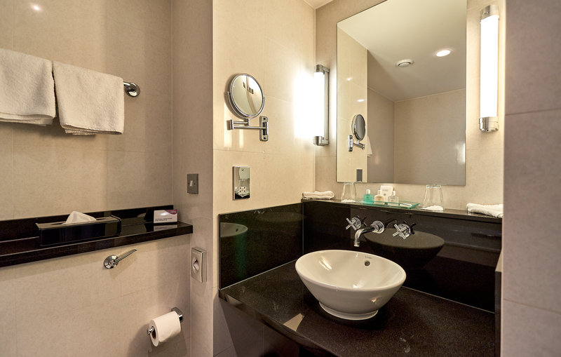 Crowne Plaza Marlow-En-Suite Bathroom <br/>Image from Leonardo