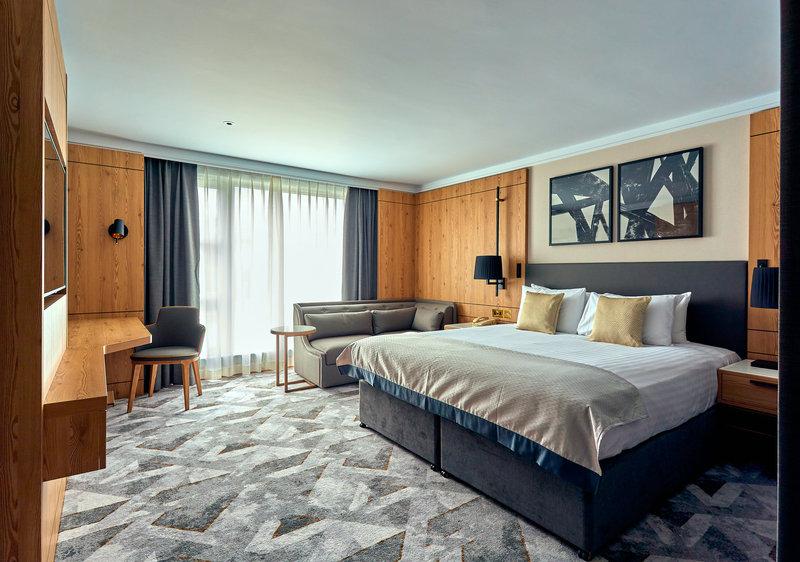 Crowne Plaza Marlow-King Club Room<br/>Image from Leonardo