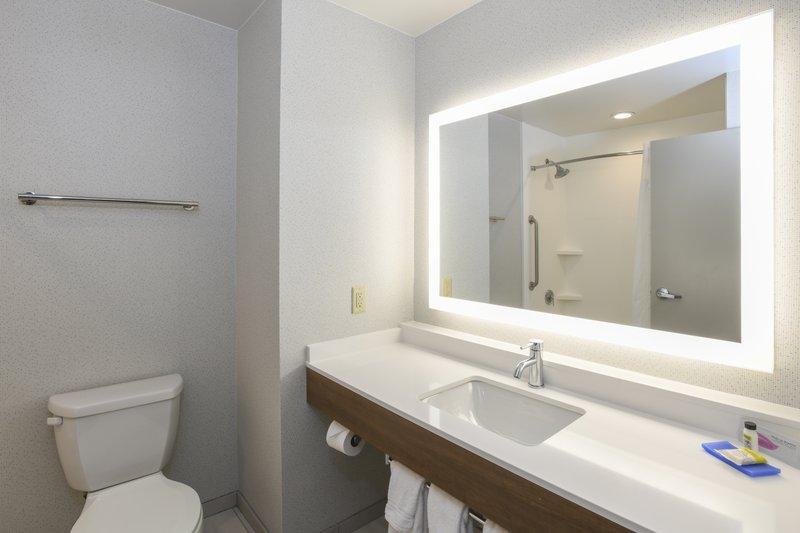 Holiday Inn Express & Suites Richwood - Cincinnati South-Guest Room<br/>Image from Leonardo