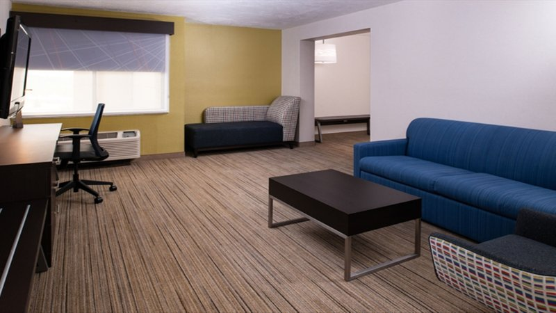 Holiday Inn Express Cincinnati West-1 King Feature Room<br/>Image from Leonardo