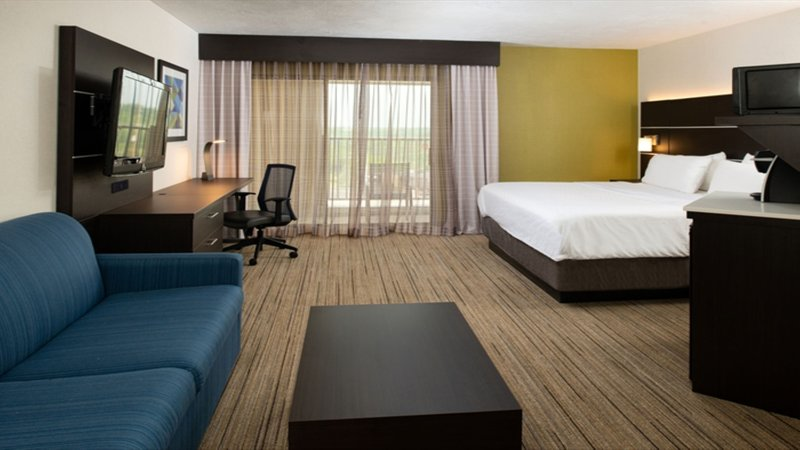 Holiday Inn Express Cincinnati West-King With Sofa Bed<br/>Image from Leonardo
