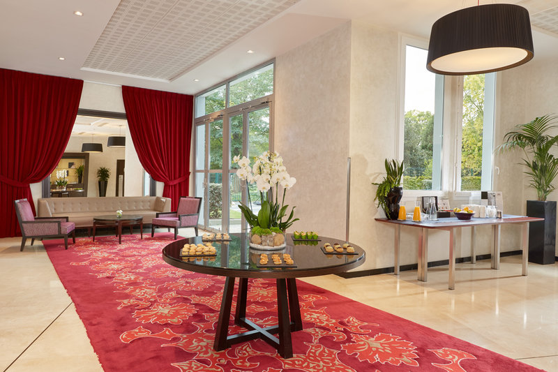 Crowne Plaza Paris - Charles de Gaulle-Meeting Room<br/>Image from Leonardo