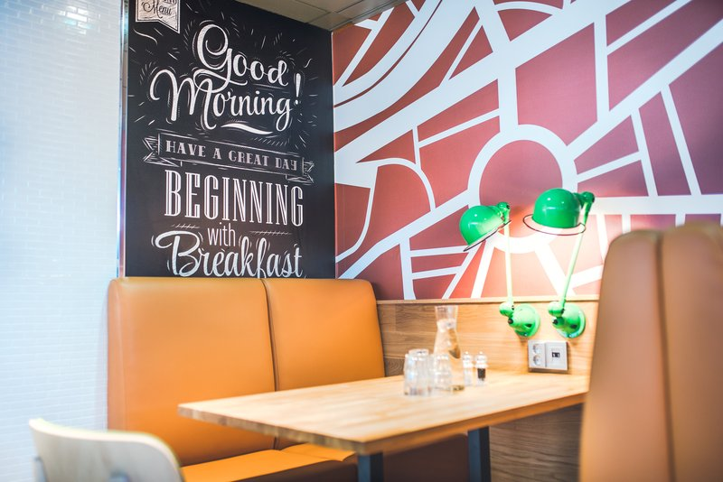 Holiday Inn Helsinki City Centre-Ready for lunch - pick up one of our comfortable sofas<br/>Image from Leonardo
