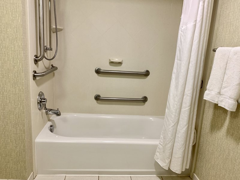 Holiday Inn Hotel & Suites Virginia Beach - North Beach-King Mobility with Tub<br/>Image from Leonardo