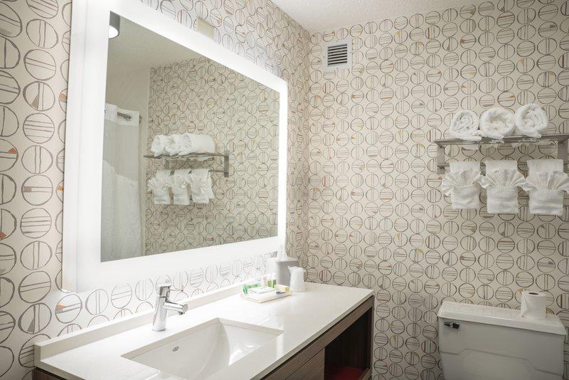 Holiday Inn Asheville - Biltmore West-Guest Room Bathroom<br/>Image from Leonardo