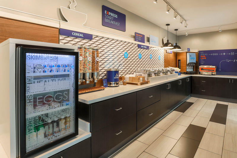 Holiday Inn Express and Suites Fort Worth Downtown-Breakfast Buffet<br/>Image from Leonardo