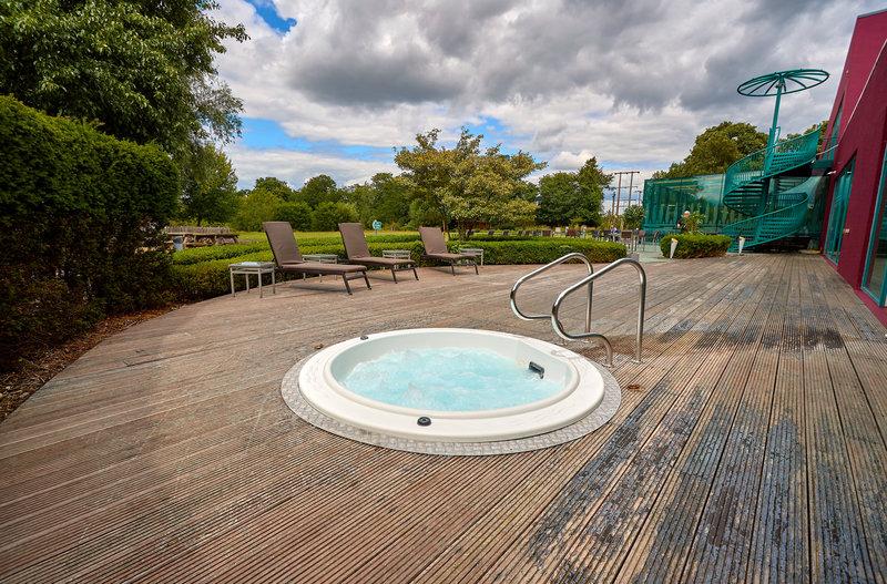 Crowne Plaza Marlow-Outdoor Whirlpool<br/>Image from Leonardo