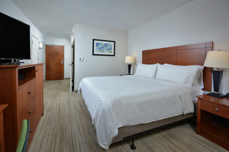 Holiday Inn Express Lynchburg-A clean and quiet room awaits you at our Lynchburg accommodations.<br/>Image from Leonardo