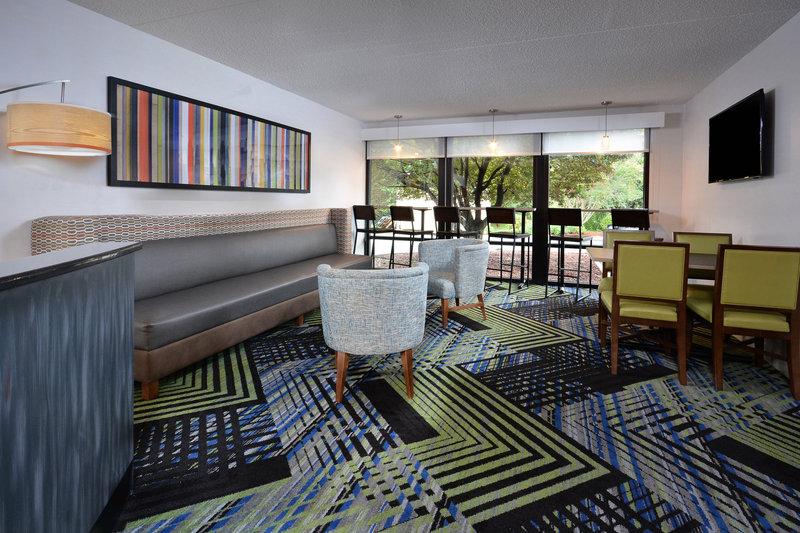 Holiday Inn Express Lynchburg-Hotel Lobby<br/>Image from Leonardo