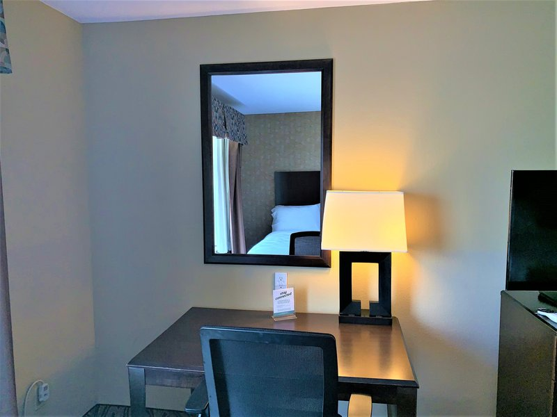 Holiday Inn Fort Worth North-Fossil Creek-Desk space when you need to catch up.<br/>Image from Leonardo
