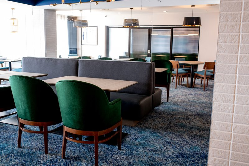 Holiday Inn Kingston - Waterfront-Inviting setting at the new Wharf & Feather restaurant<br/>Image from Leonardo