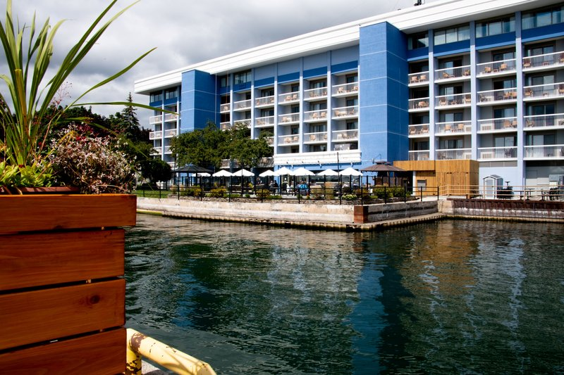Holiday Inn Kingston - Waterfront-Enjoy a drink with friends or family on the patio Wharf & Feather<br/>Image from Leonardo