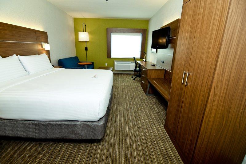 Holiday Inn Express Flint-Campus Area-Guest Room<br/>Image from Leonardo