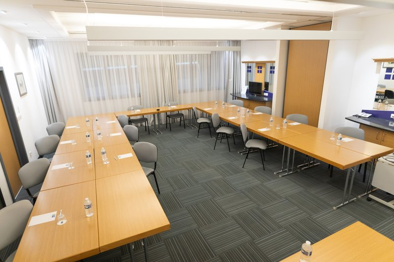 Holiday Inn Express Arras-Social distancing in St Exupery-Vidocq meeting room<br/>Image from Leonardo