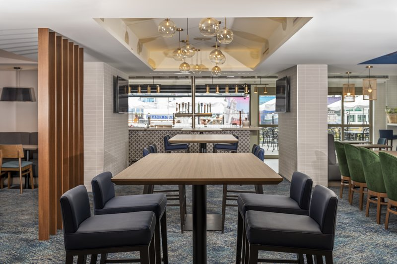 Holiday Inn Kingston - Waterfront-Wharf & Feather dining area<br/>Image from Leonardo