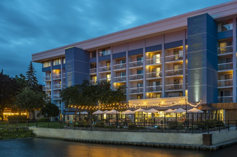 Holiday Inn Kingston - Waterfront-Waterfront view Wharf & Feather at Holiday Inn Kingston<br/>Image from Leonardo