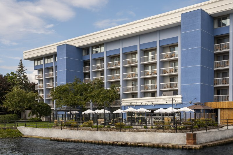 Holiday Inn Kingston - Waterfront-Holiday Inn KIngston Waterfront - Wharf & Feather Patio restaurant<br/>Image from Leonardo