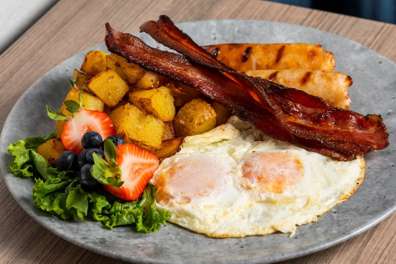 Holiday Inn Kingston - Waterfront-Yummy breakfast served daily at Wharf & Feather Restaurant<br/>Image from Leonardo