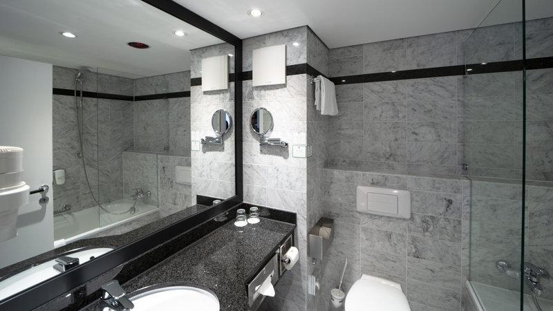 Holiday Inn Berlin Airport - Conf Centre-Guest Bathroom<br/>Image from Leonardo