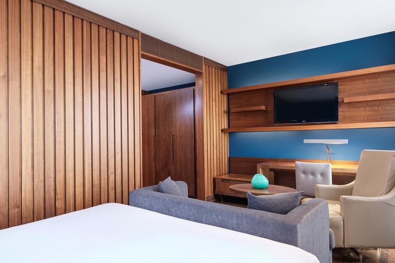 Metropol Palace Belgrade; a Luxury Collection Hotel-King Deluxe Guest Room<br/>Image from Leonardo