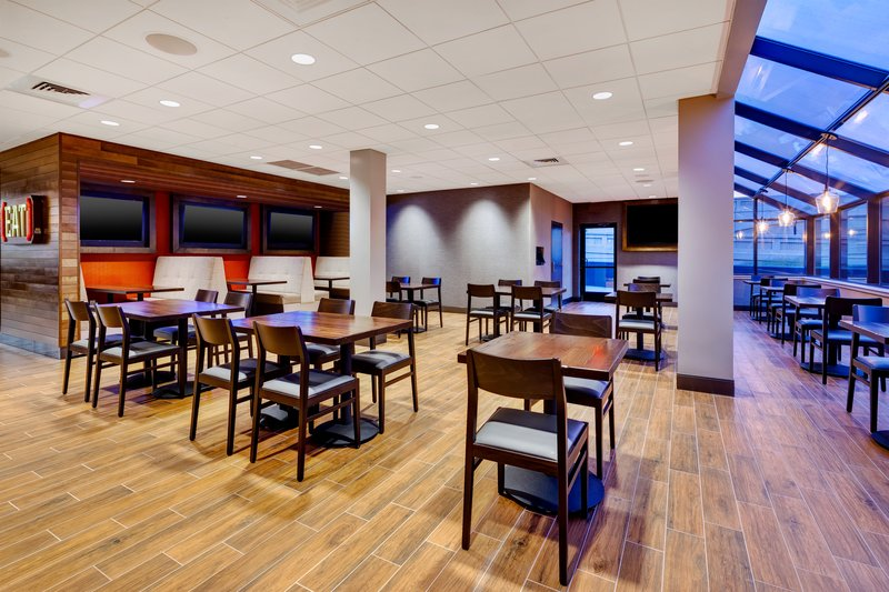 Holiday Inn Grand Rapids Downtown-Burger Theory <br/>Image from Leonardo