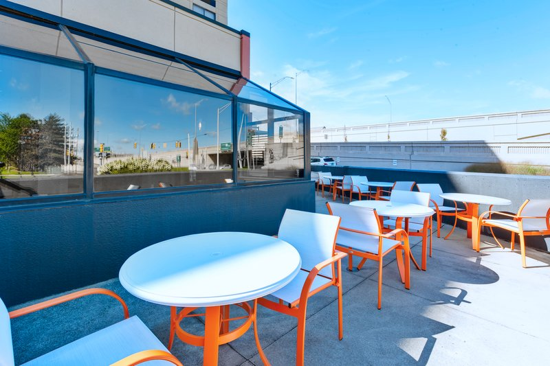Holiday Inn Grand Rapids Downtown-Guest Patio <br/>Image from Leonardo