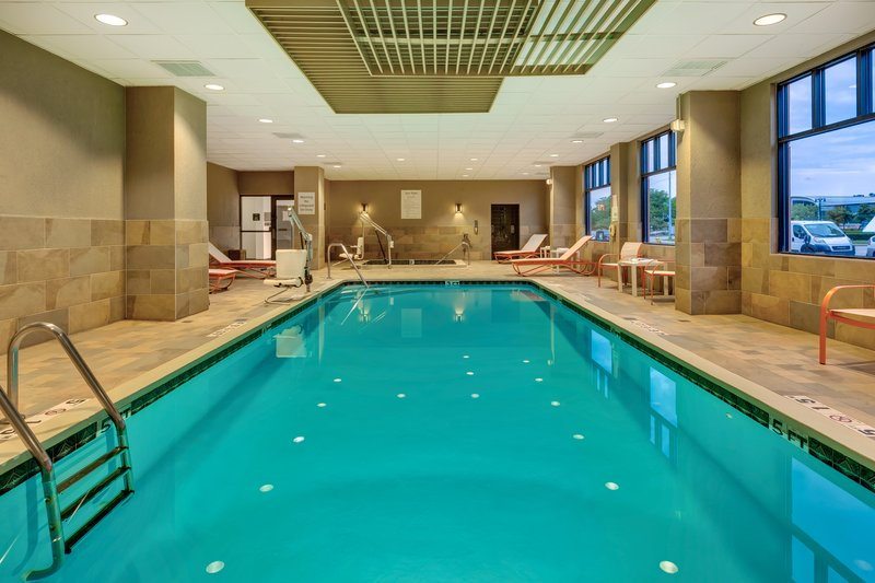 Holiday Inn Grand Rapids Downtown-Swimming Pool <br/>Image from Leonardo