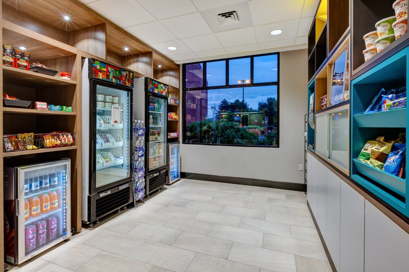 Holiday Inn Grand Rapids Downtown-Gift Shop <br/>Image from Leonardo