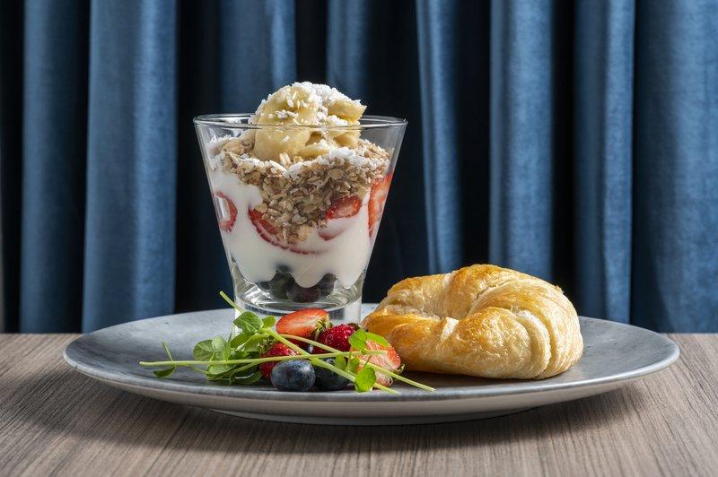 Holiday Inn Kingston - Waterfront-Healthy breakfast item on the menu<br/>Image from Leonardo