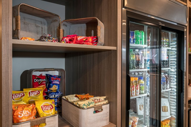 Holiday Inn Kingston - Waterfront-Afternoon munchies, visit the hotel Market Place<br/>Image from Leonardo