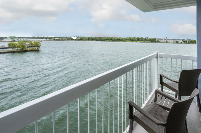 Holiday Inn Kingston - Waterfront-Breathtaking view from your own bedroom with private balcony<br/>Image from Leonardo