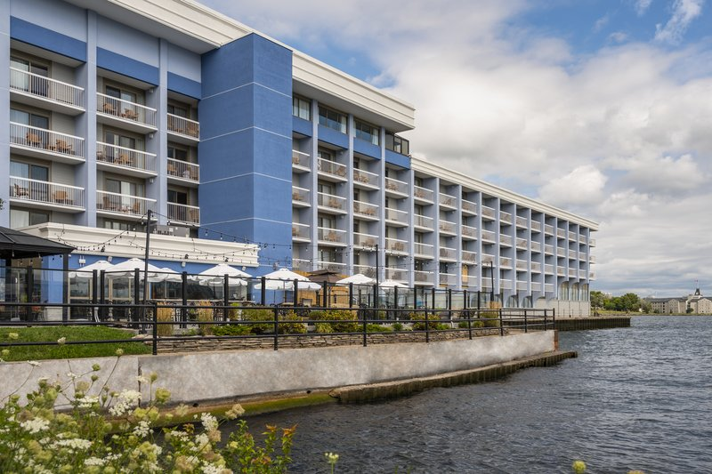 Holiday Inn Kingston - Waterfront-Side view over Wharf & Feather outdoor Patio<br/>Image from Leonardo