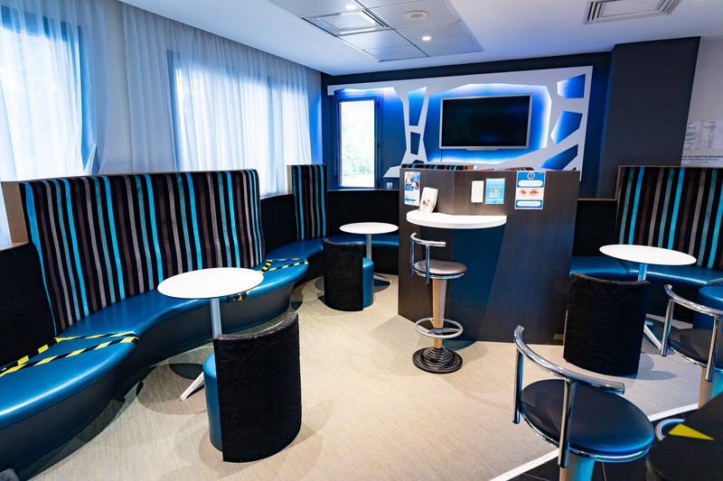 Holiday Inn Express Arras-free high speed internet wifi & USB charging station for working<br/>Image from Leonardo