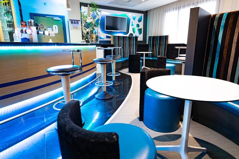 Holiday Inn Express Arras-Recently renovated bar with large selection of drinks and snacks<br/>Image from Leonardo