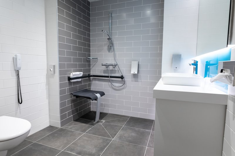 Holiday Inn Express Arras-Accessible guest room bathroom<br/>Image from Leonardo
