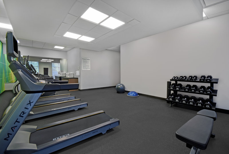 Holiday Inn Grand Rapids North-Fitness Center Free Weights Bench<br/>Image from Leonardo