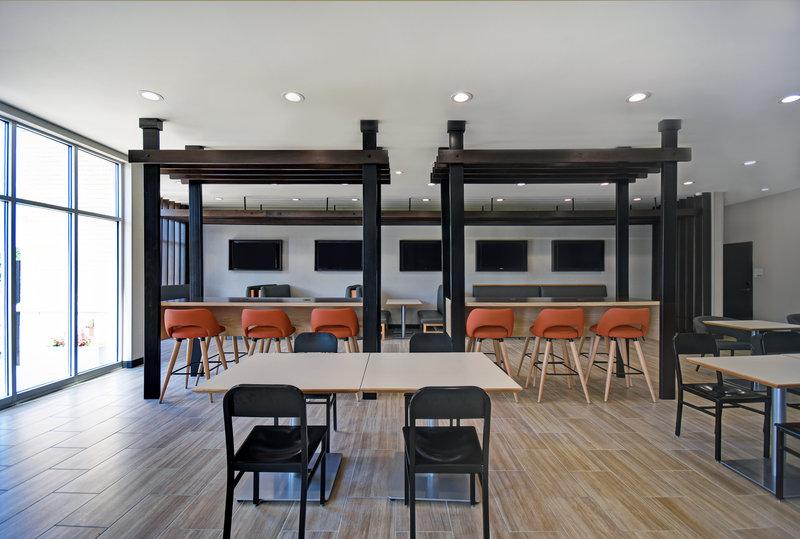 Holiday Inn Grand Rapids North-Toast to Toast Dining Area<br/>Image from Leonardo