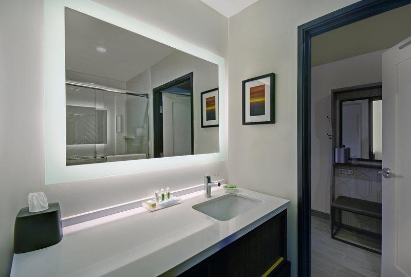 Holiday Inn Grand Rapids North-Guest Bathroom<br/>Image from Leonardo