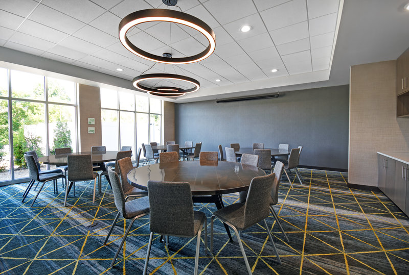 Holiday Inn Grand Rapids North-Meeting Room Banquet Style<br/>Image from Leonardo
