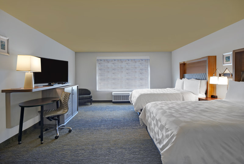 Holiday Inn Grand Rapids North-Queen Bed Guest Room<br/>Image from Leonardo