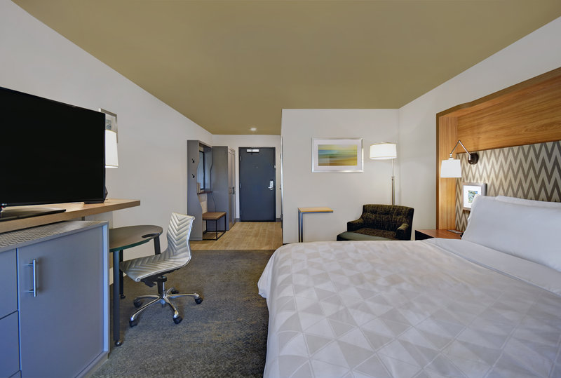Holiday Inn Grand Rapids North-King Bed Guest Room<br/>Image from Leonardo