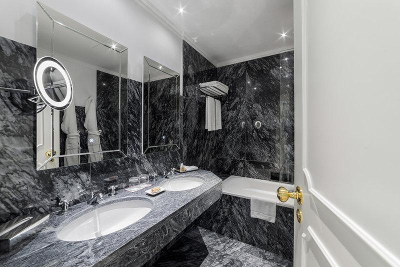 Hotel Infante Sagres-Classic Room Bathroom<br/>Image from Leonardo