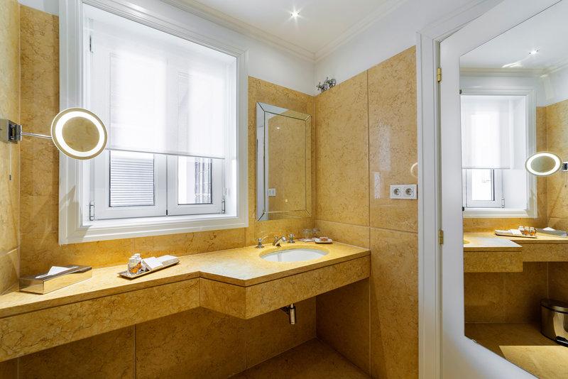 Hotel Infante Sagres-Premium Suite Bathroom<br/>Image from Leonardo